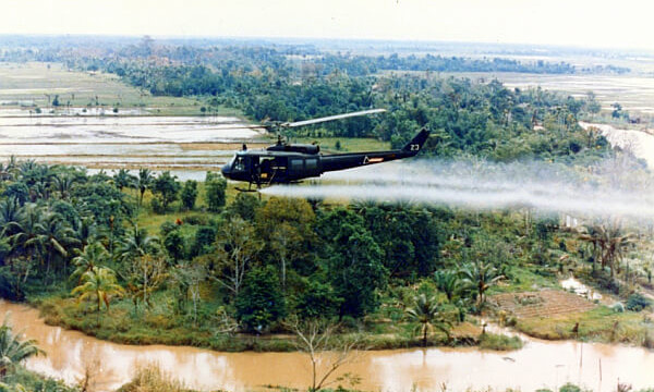 helicopter spraying agent orange (public domain)
