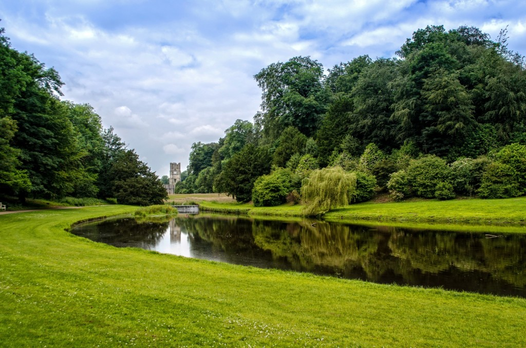Yorkshire, Fountains Abbey (photo by George Hodan)