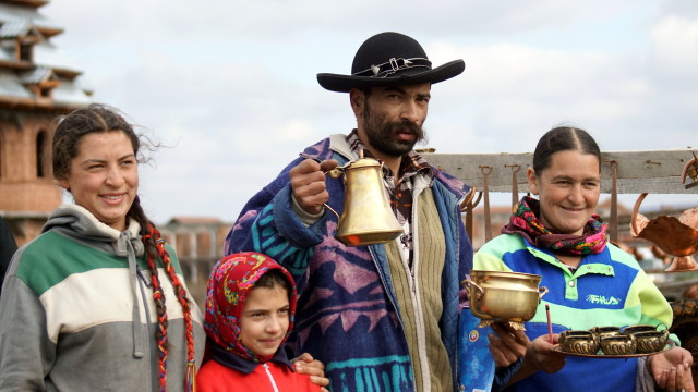 Roma family, Romania (Photo by Kirsten Koza)